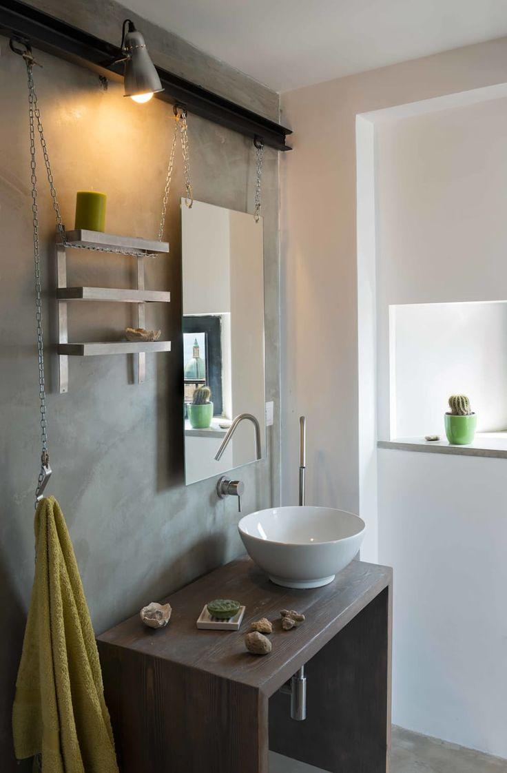 ATTICO IN CITTA': Bagno in stile in stile Industriale di architetto Lorella Casola