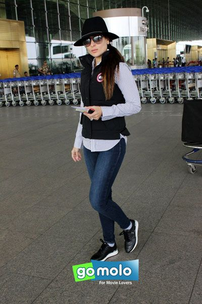 Kareena Kapoor Khan snapped at Mumbai International Airport
