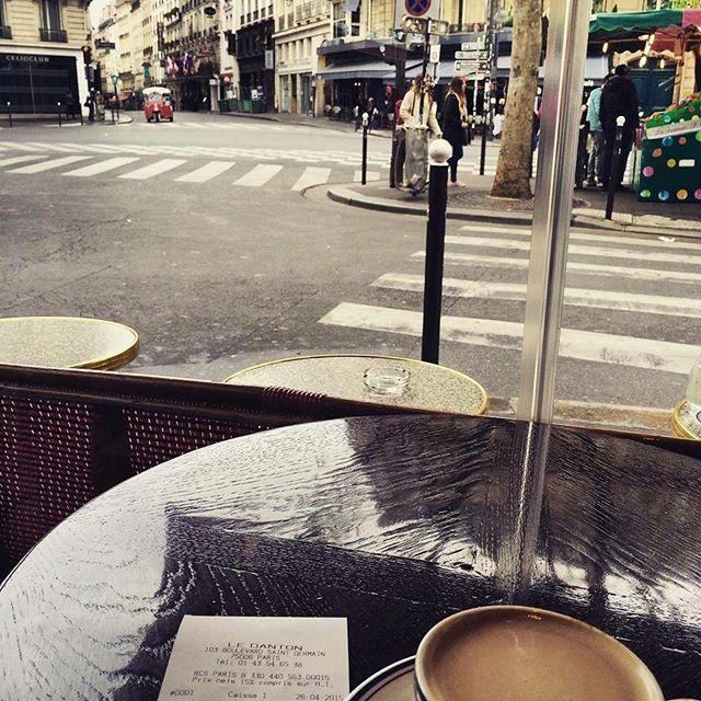 🇫🇷 Early mornings in Paris taking it all in ready to explore 🙋🏽☕️ #saintgermaindespres #ledanton #throwback . . #paris #earlymorning #cafecreme #lovingit #inmyelement #iloveparis #beautiful #peoplewatching #parisienne #cafe #frenchie #coffee #pariscafe #parislife #breathtaking #thisisparis #instamoments #instaparis #picturesque #melbournelifelovetravel #visitparis #explore #love #travel #instagood #instatravel #magnifique