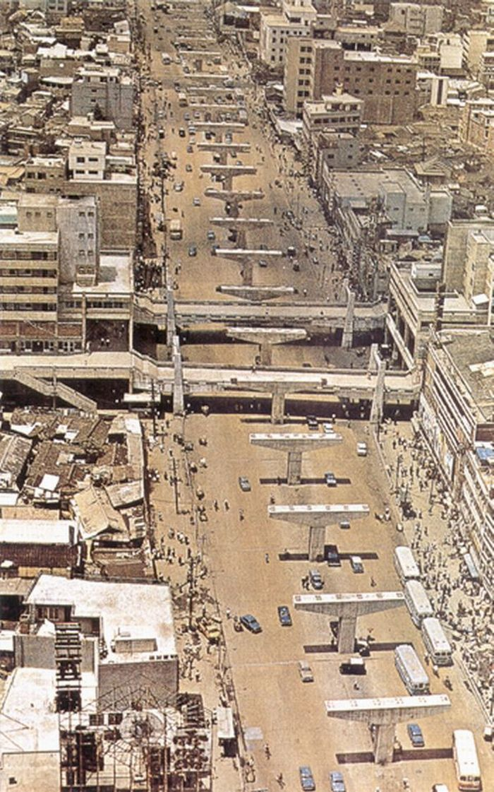 Seoul: Cheonggyecheon elevated highway under construction, 1960's. 청계천 복개후 청계고가 건설 60년대 후반