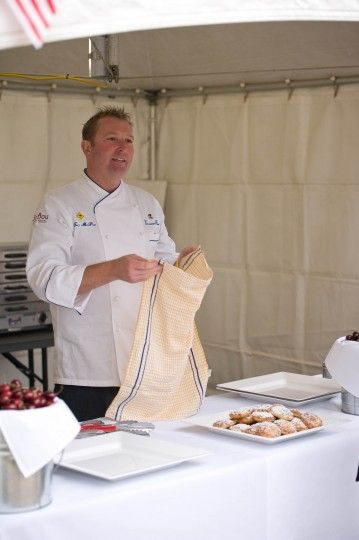 """Culinarly Diplomacy Chef McPhail welcomes Independence Day guests to try U.S.-imported """"out-of-season"""" cherries and his warm Cobblers made from fresh American peaches topped with a sprinkle of icing sugar #July4CBR #FoodStoriesUSA"""