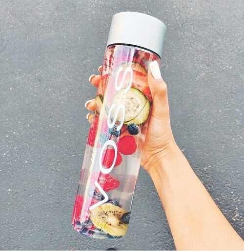 VOSS Water with fruits