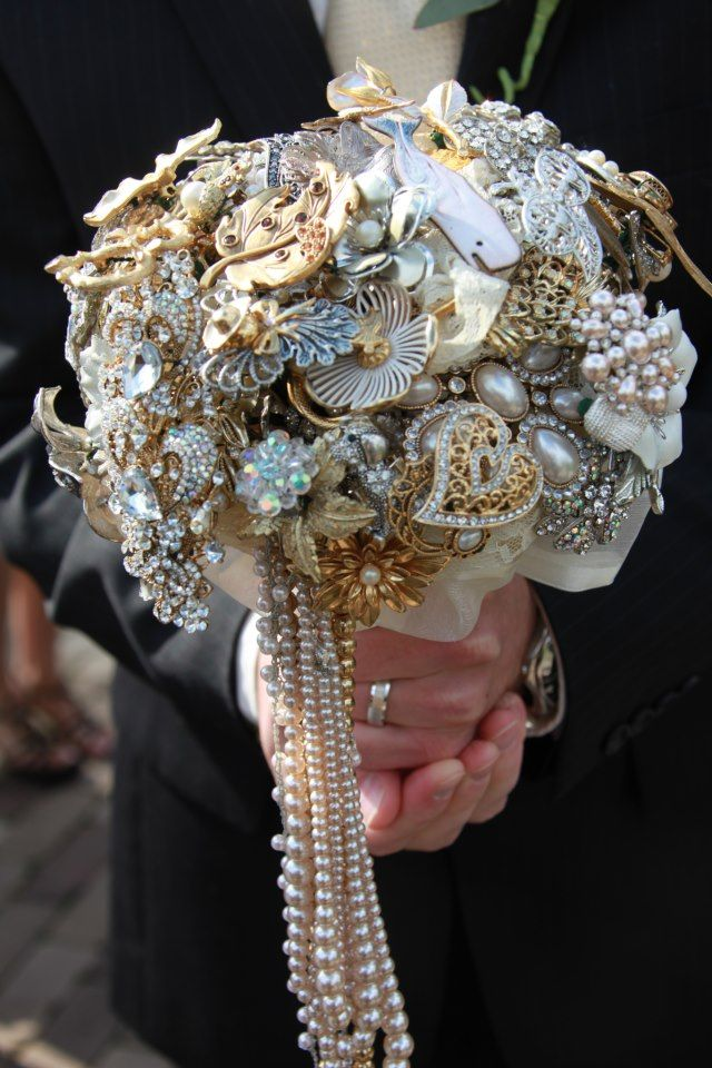 wedding brooch bouquets 34 best images about bejewelled style bouquets on 8553
