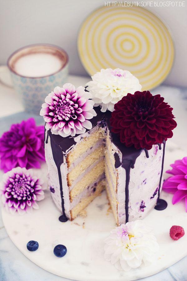 Guten Morgen! Meine Grosse hat sich eine Geburtstagstorte mit Beeren und Schokolade in rosa gewünscht. Und so habe ich sie g...