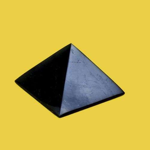 Piramide levigata di shungite varie misure 8€ - Idealandia