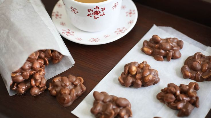 Slow-Cooker Choco Peanut Clusters
