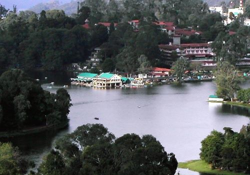 Kodaikanal -   Located in Tamil Nadu, Kodaikanal is a place filled with peace, beauty and tranquility. It is most famously knows as 'Honeymooners Haven'