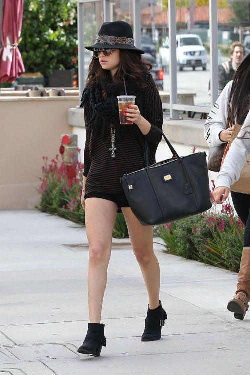 selena gomez wearing sunglasses | Selena Gomez