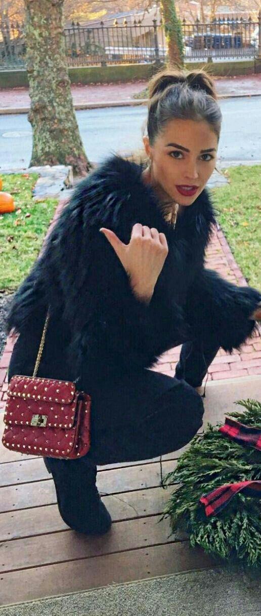 hair + black fur jacket + red bag /Olivia Culpo