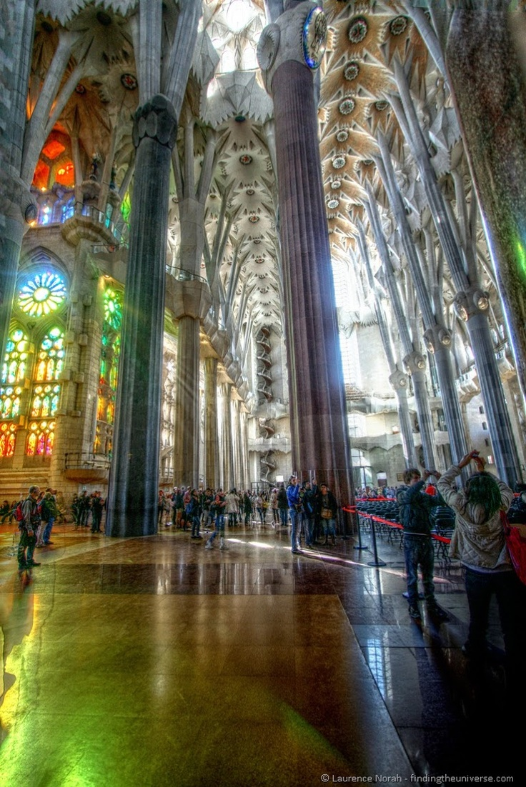 In photos gaudi s barcelona photos interiors and for Gaudi kathedrale barcelona