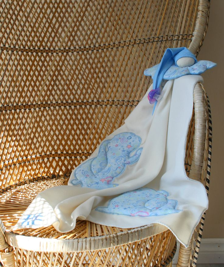 """Doudou lutin-couverture """"Lapin-nuage"""", couverture, attache-suce et lutin, ivoire et bleu de la boutique MimiEtPoesie sur Etsy"""