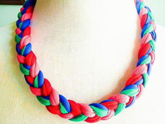 Cotton necklace. Complemento de tela que te hace diferente. Se ofrece en distintos colores.