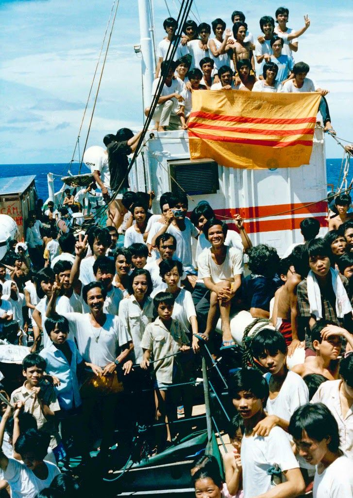 vietnamese immigration South vietnamese immigration to the united states began after the vietnam war ended in 1975 early immigrants were refugee boat people, fleeing persecution or seeking economic opportunities more than fifty percent of vietnamese americans reside in the states of california and texas.