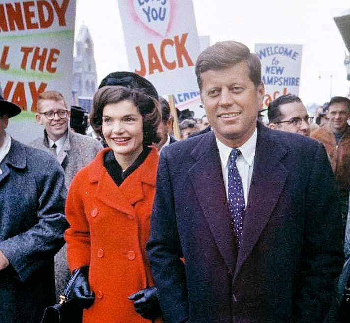 John and Jacqueline Kennedy on the campaign trail in Nashua, New Hampshire (1960)