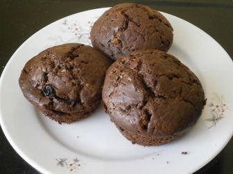 Csokis muffin recept: Ezt a receptet egy cseh nyelvű honlapon találtam és egy picit tovább fejlesztettem. Egy adagnyi tésztából nekem 20 kisebb muffin jött ki. http://aprosef.hu/csokis_muffin_recept