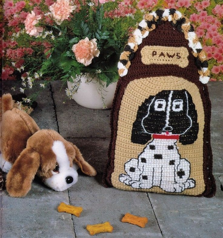 """VINTAGE 1970 DOG """"PAWS"""" SHAPE CUSHION OR PILLOW 27 X 45 CMS 4PLY CROCHET PATTERN"""