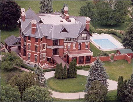 Brucemore Mansion, take a tour or have a picnic in the garden!