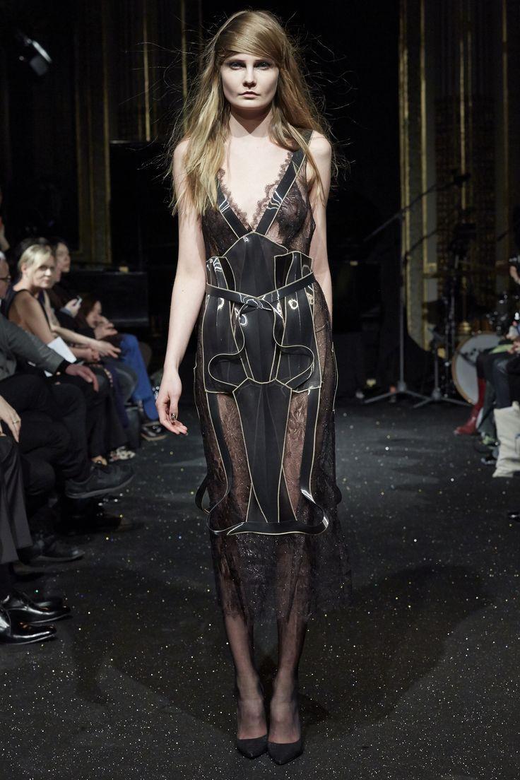 Szpilki Kazar na wybiegu w paryskim pokazie Gosi Baczyńskiej #collection #designer #moda #style #shoes #boots #Fashion #szpilki