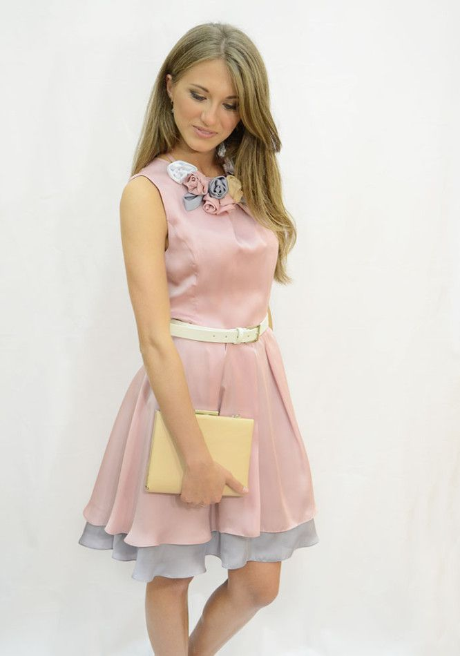 Платье выпускное двухслойное. Материал шелк розовый , шелк стальной. Декор – белый кожаный пояс, съемное украшение из шелковых цветов.