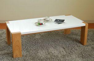 折れ脚式のリビングテーブル。 定番サイズの120cm×60cm。急なお客さまがおみえになった時や、リビングにも最適な大きさです。 天板はつるつるのUV塗装だから、汚れもサッと一拭き。脚はナチュラル色・ウエンジ色・サボイカラーの3色からお選びください。