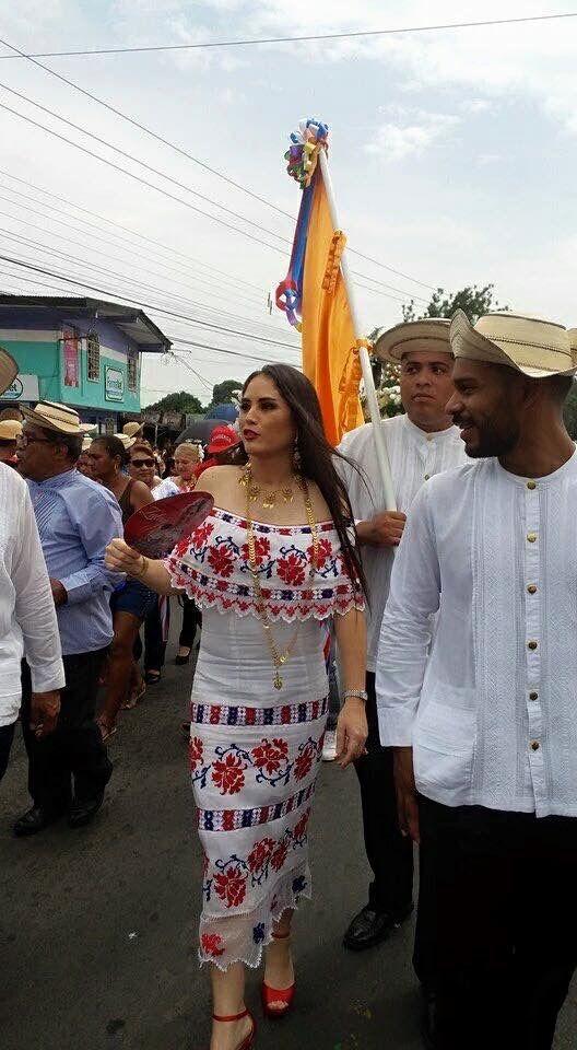 La diputada Zulay Rodriguez Lu en las fiestas del 10 de noviembre de 2015 en el Distrito de San Miguelito