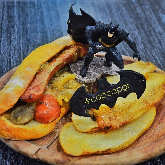 BATMAN O Σκοτεινός Ιππότης μεταμορφώθηκε σε Hot Dog με φρέσκο δικό μας ψωμάκι και μοσχαρίσιο λουκάνικο!