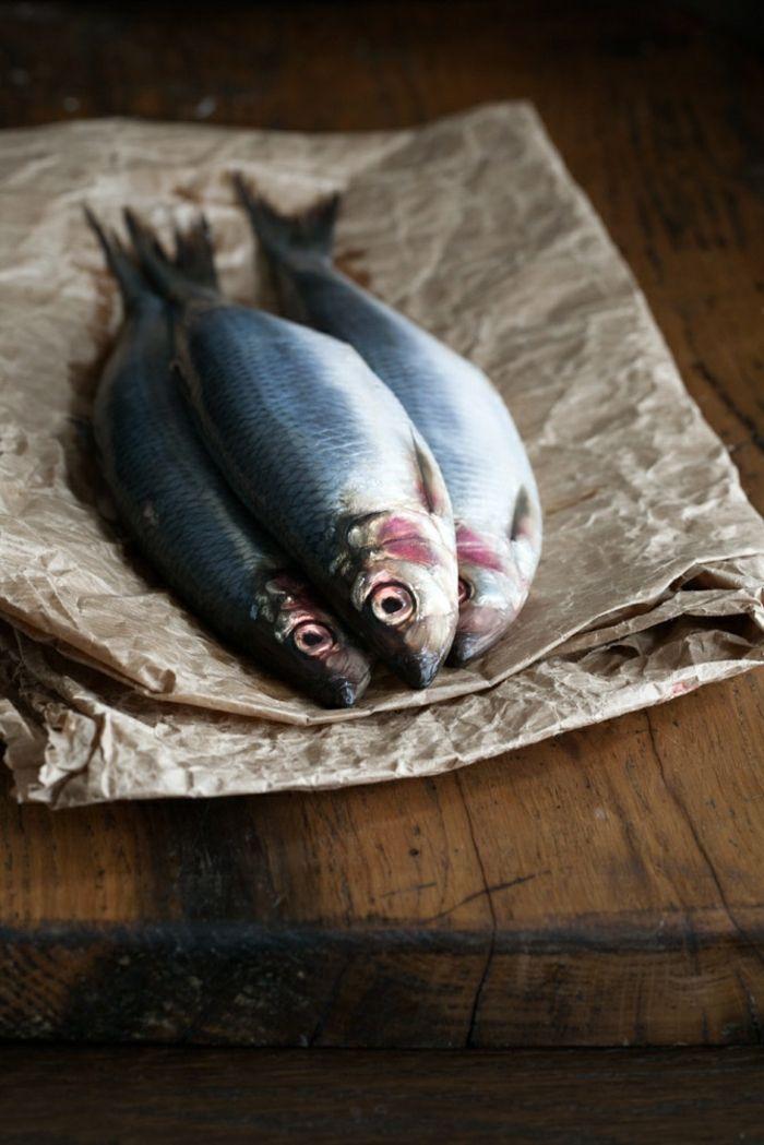 frischer fisch mit klaren augen