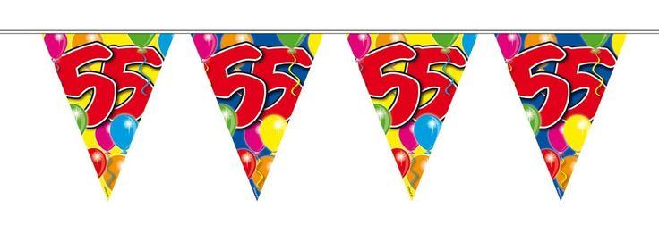 Non-License vlaggenlijn.Hoera, er is iemand jarig! Hang deze 10 meter lange slingers op ter decoratie en het feest kan beginnen!- Lengte: 10 meter- Verjaardag: 55 jaar- Vlaggenlijn: 2 meter plastic touw, 6 meter vlaggen, 2 meter plastic touw   Afmeting: 1000 cm  - Vlaggenlijn ballonnen: 55 jaar - 10 meter