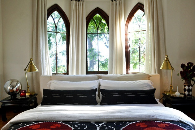 samarkand-style suzaniGuest Bedrooms, Black And White, Tudor Home, Bedrooms Design, Interiors Design, Design Bedrooms, Bedroombedroom Decor, Bedrooms Decor, Decor Beds