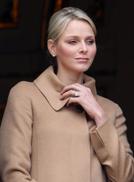 Am I the only one spotting Princess Charlene's mistake? (hint: Check her hand…