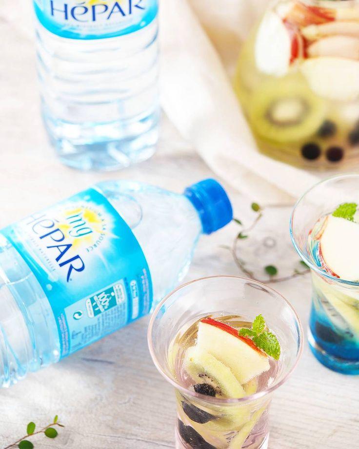 @sharikofood フランスの超硬水エパー( @hepar_official_jp )でデトックスウォーター♡ エパーは現在日本で販売されているナチュラルミネラルウォーター(無発泡)の中でNo.1の硬度!つまりマグネシウムやカルシウムがとっても豊富! 超硬水なのに意外と飲みやすいエパー。 常温でそのまま飲むのもいいけど、デトックスウォーターもおすすめ。 フルーツなどのビタミンCがマグネシウムの吸収を促進してくれるから。  #エパー #超硬水エパー #hepar #hépar #硬水  #カルシウム #マグネシウム #ミネラルウォーター #デトックスウォーター #デトックス#detox #detoxwater #フランス #france #大香 #美容 #ダイエット #健康