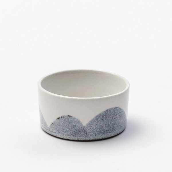 Mini bowl. The bowl has a diameter of 7,5 cm and is 3,5 cm high. It can hold 1 dl.