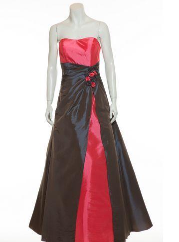 Günstig Kleidung Kaufen, Ein Sehr Langes Kleid Ist Elegant