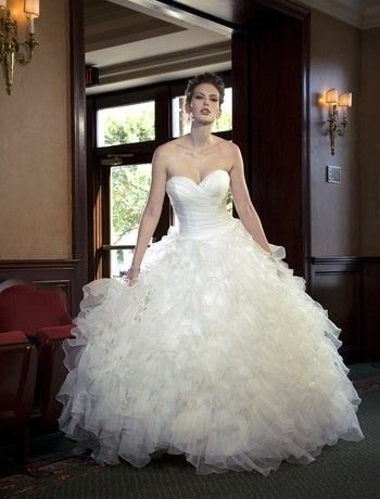 Sophia Moncelli nos trae este vestido de novia corte princesa con escote corazón en seda de organza