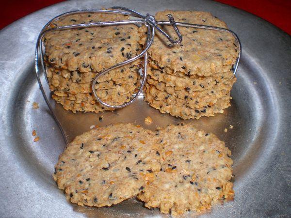 Galletas integrales con semillas de lino y sésamo negro
