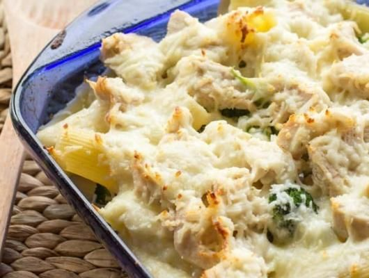 Cheesy Alfredo Chicken Rigatoni | A nice change from your typical pasta dish, and is totally kid-friendly. It is also something that can totally be thrown together from mostly leftovers, if you have those in your house. #broccoli #chicken #arigatoni #pasta #garlic #heavyCream #kidFriendly #lunch @orwhateveryoudo