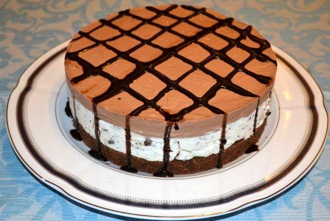 Reteta culinara Cheesecake cu ciocolata din categoria Torturi. Specific Romania. Cum sa faci Cheesecake cu ciocolata
