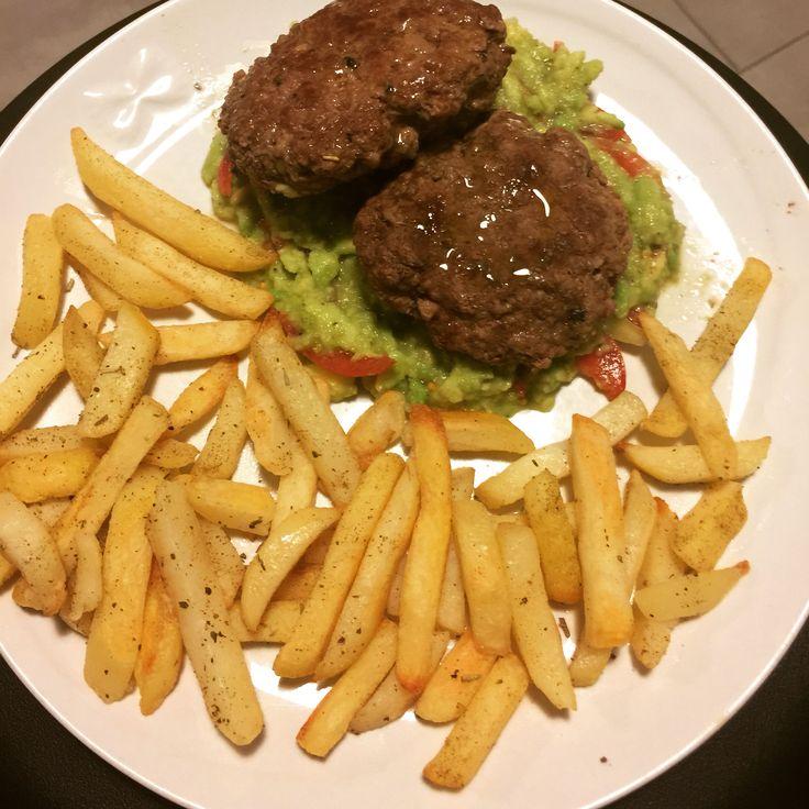 Hamburger su guacamole e patate al forno 😋😋😋