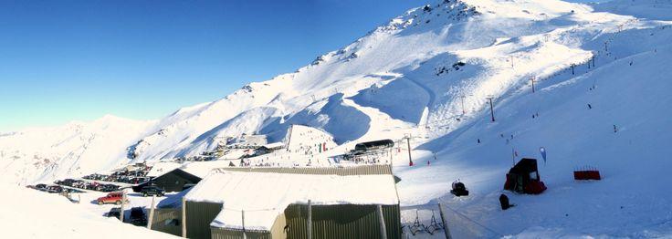 NL. Zicht op de verschillende skipiste te Mount Hutt FR. Vue sur les pistes différentes au Mount Hutt DE. Aussicht auf der Skipiste…
