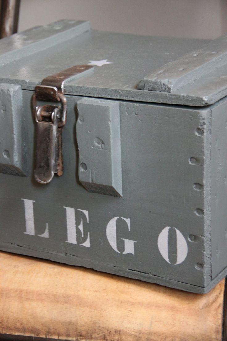 ... und wenn jetzt noch einer 'nen Tipp hat, wie ich meinen Sohn dazu bringe die Lego wieder in die Kiste einzuräumen - HEUREKA !!!