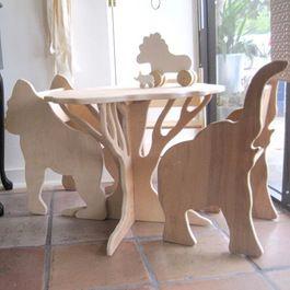Safari table and chairs.