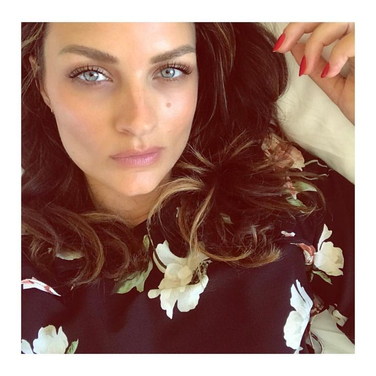 "18.9k Likes, 174 Comments - Sam Chapman (@pixiwoos) on Instagram: ""Current daily makeup routine @ctilburymakeup Light Wonder @narsissist velvet shadow stick in Oaxaca…"""
