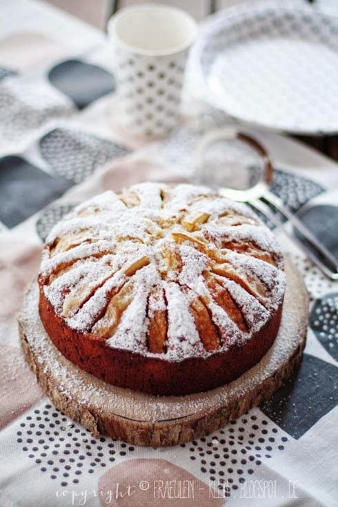 Fräulein Klein : Waldspaziergang und weißer Schokoladenkuchen mit Äpfeln