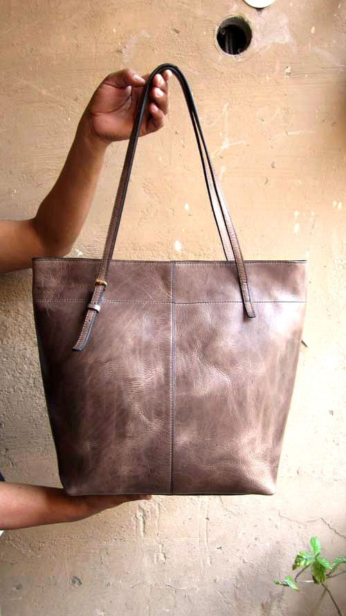 Pickle Emma, Chiaroscuro, India, Pure Leather, Handbag, Bag, Workshop Made, Leather, Bags, Handmade, Artisanal, Leather Work, Leather Workshop, Fashion, Women's Fashion, Women's Accessories, Accessories, Handcrafted, Made In India, Chiaroscuro Bags - 7