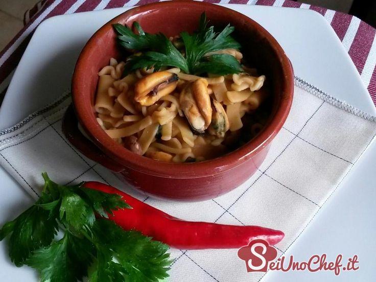 Pasta e fagioli con cozze. Un piatto tipico della cucina napoletana.
