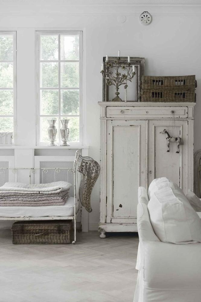 Lets Look At Other Romantic Shabby Chic Items That Can Be Found In The Bedroom Cupboards A Mirror Or On Cupboar