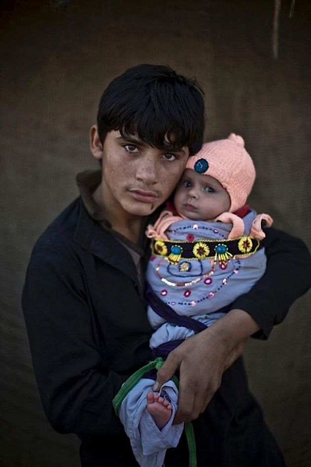 Seit 35 Jahren befindet sich Afghanistan in Unruhe: Erst herrschte Krieg zwischen der Sowjetunion und islamistischen Guerillas, dann übernahmen die Taliban die Macht im nahöstlichen Land und terrorisieren seither die Bevölkerung. Millionen Afghanen verließ
