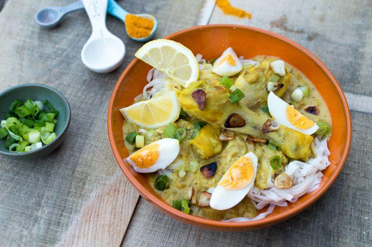 Recept voor heerlijke noedels met kip in kokosmelk uit Myanmar, ook wel ùn-nó khauk-swè genoemd.