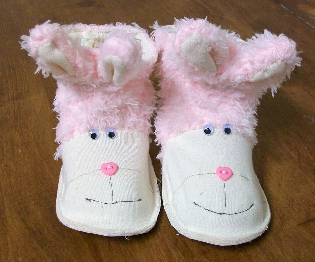 Feather's Flights {a creative, sewing blog}: Baby Boots Pattern and Tutorial