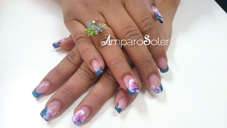 Uñas Acrílicas con punta azul glitter, vibrant pink, cover hd, A polymer clear de Ezflow con decoración en One Stroke.